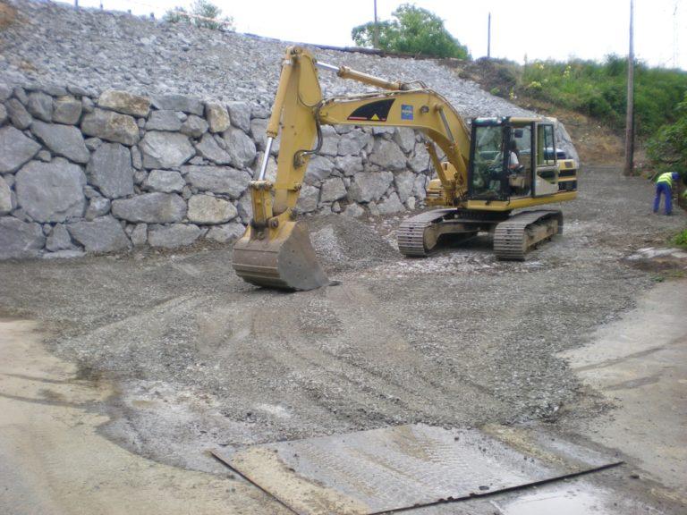 Ejecución de hinca de carriles y muro de escollera en la estación de Feve en la localidad de Roiz