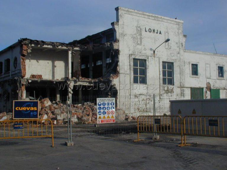 Demolición de la antigua lonja de Santander