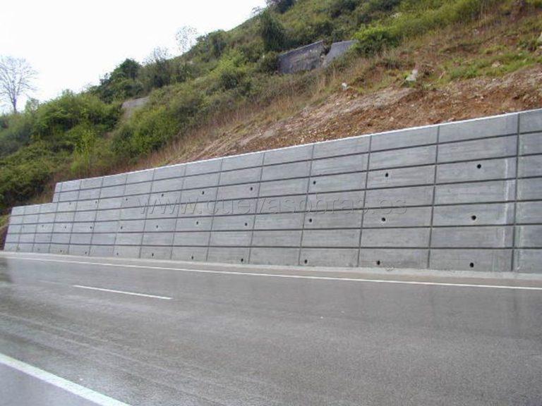 Ejecución de muro en Borleña