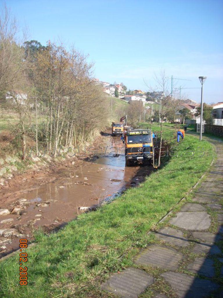 Recuperación medio ambiental y limpieza del río Cabo en Polanco, Cantabria.