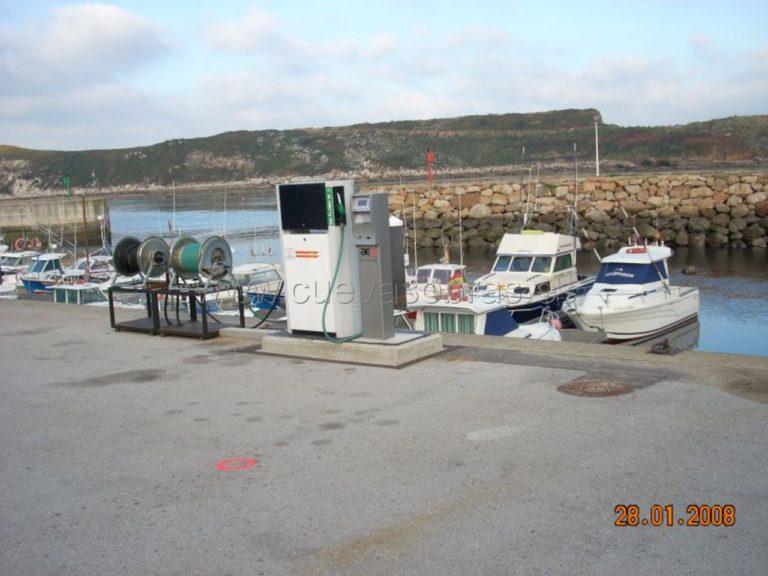 Instalación de un nuevo surtidor en el Puerto de Suances