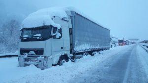 10 Consejos para conducir un camión en invierno con seguridad