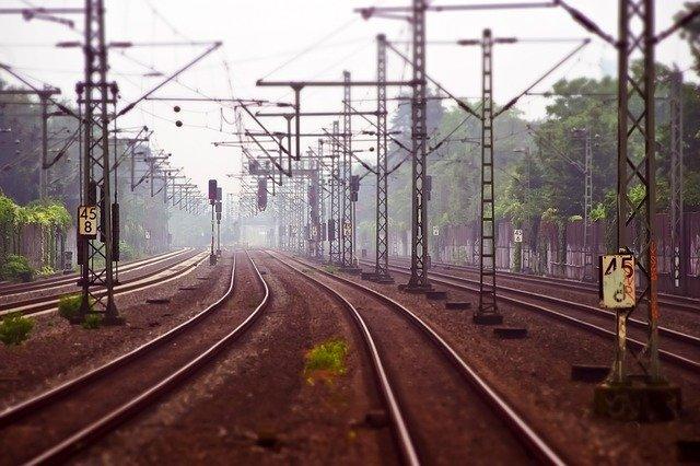 Adif licita obras de mejora de la catenaria en la red de cercanías por 1,9 millones de euros